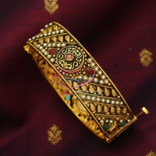 B0118 2.8 Size SIze Antique Open Type Bangles with Synthetic  Stones